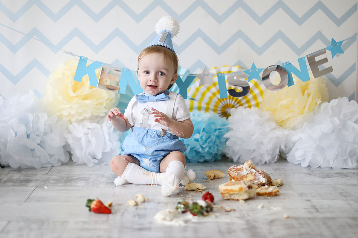 cake smash blue and yellow background