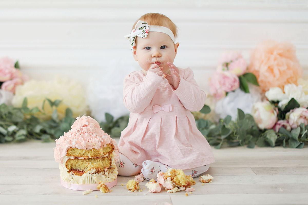 cake smash pink cake
