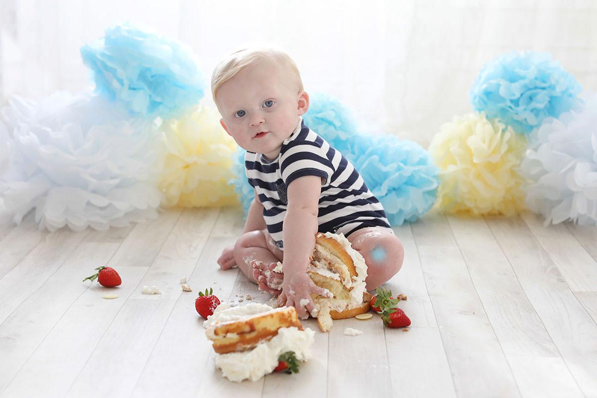 cake smash little boy