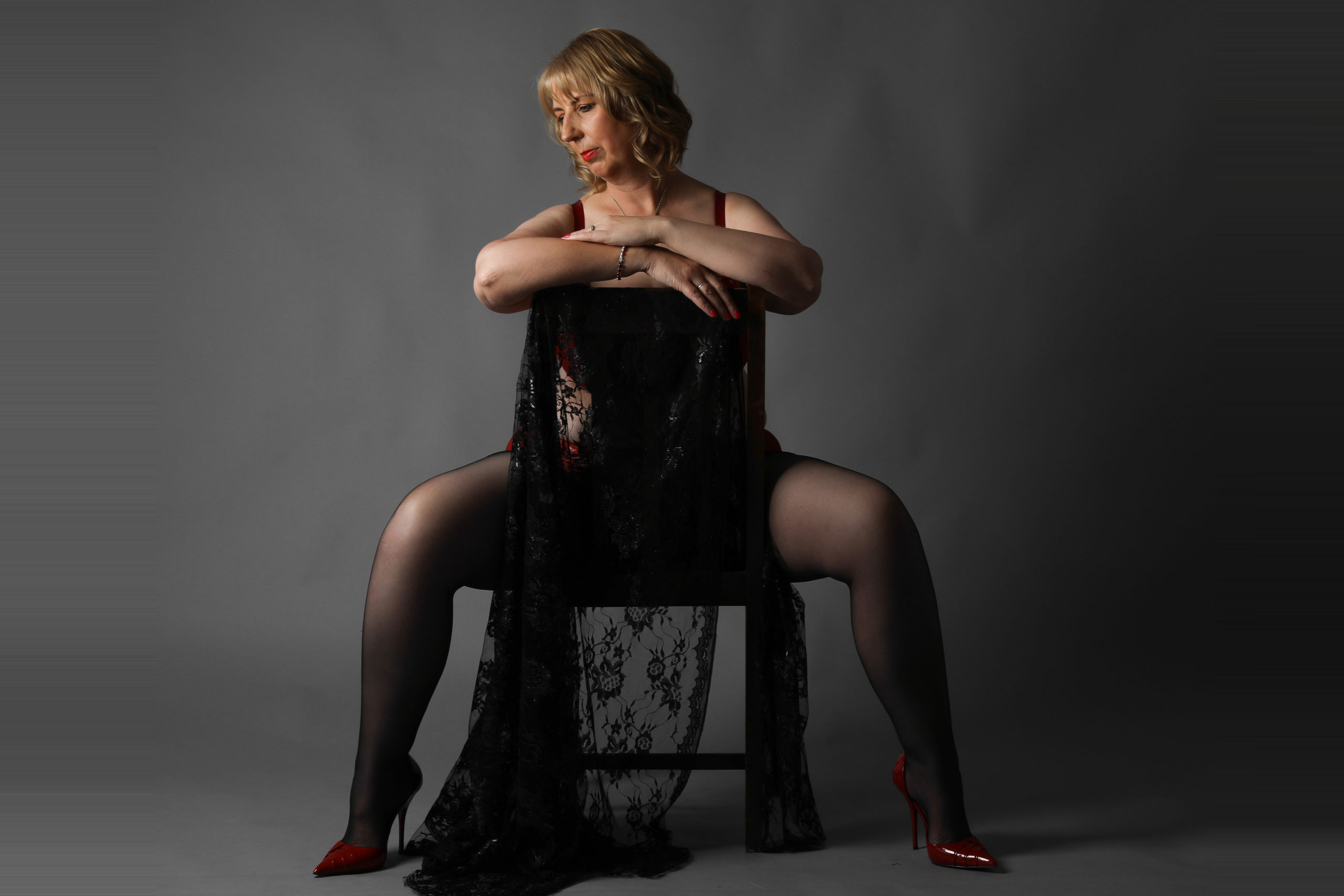 boudoir photography chair straddle